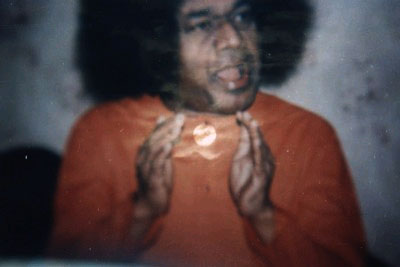 manifestation of the Sun between the hands of Sathya Sai Baba as he is speaking