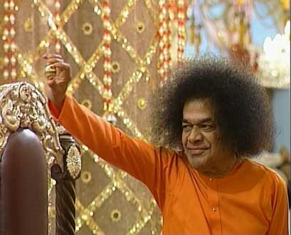 Sathya Sai Baba showing lingham on Sivarathri Night