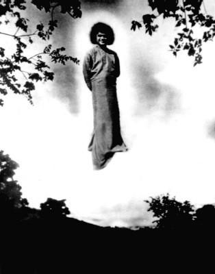 Image of Sathya Sai Bab standing in the Sky