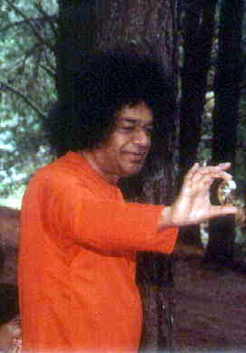 Sri Sathya Sai Baba showing Golden Lingham